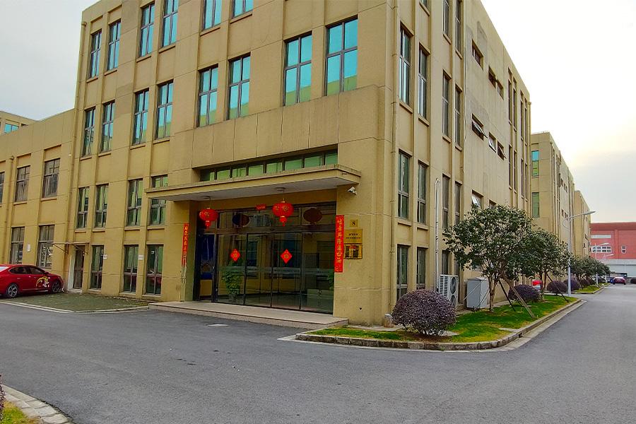 上海骏腾发智能设备有限公司迎新春,贴春联,挂红灯笼